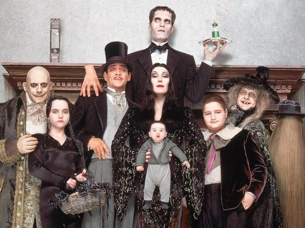 Anjelica Huston – mroczna Morticia Addams. Widzieliście wszystkie filmy z jej udziałem?