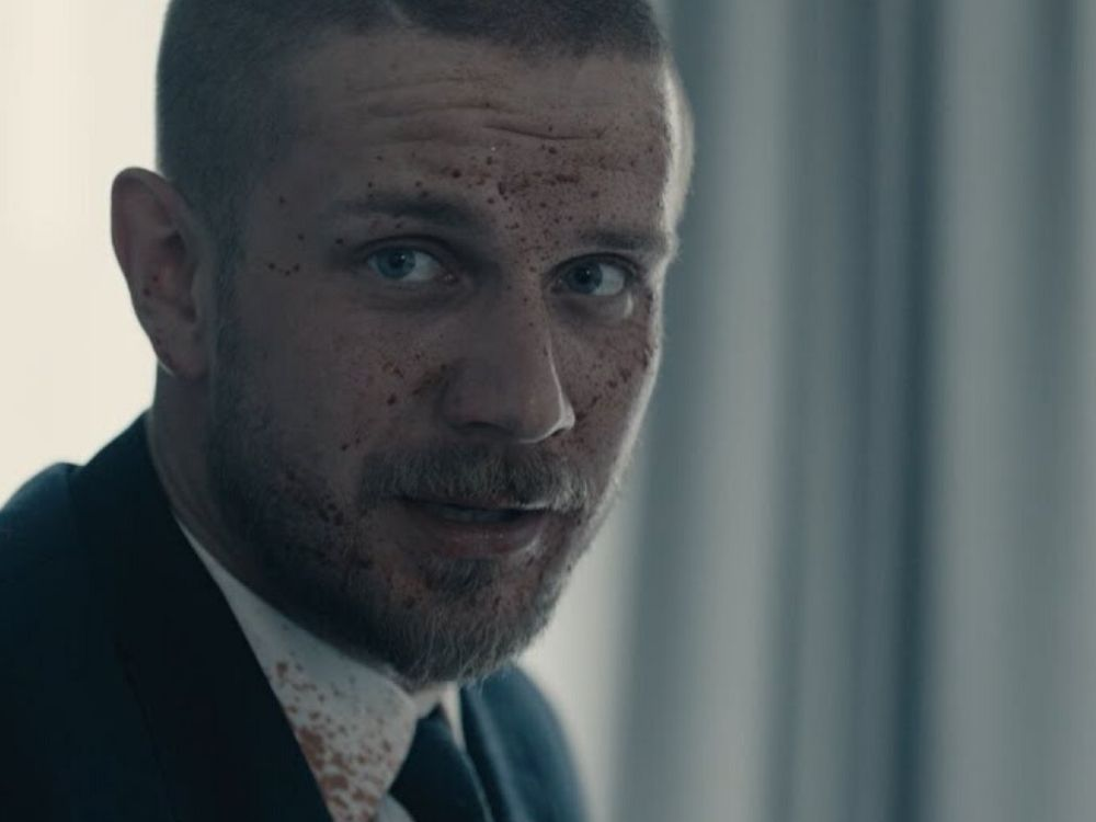"""Zwiastun nowego filmu Patryka Vegi już w sieci – znamy datę premiery. Zobacz zwiastun filmu """"Bad Boy""""."""