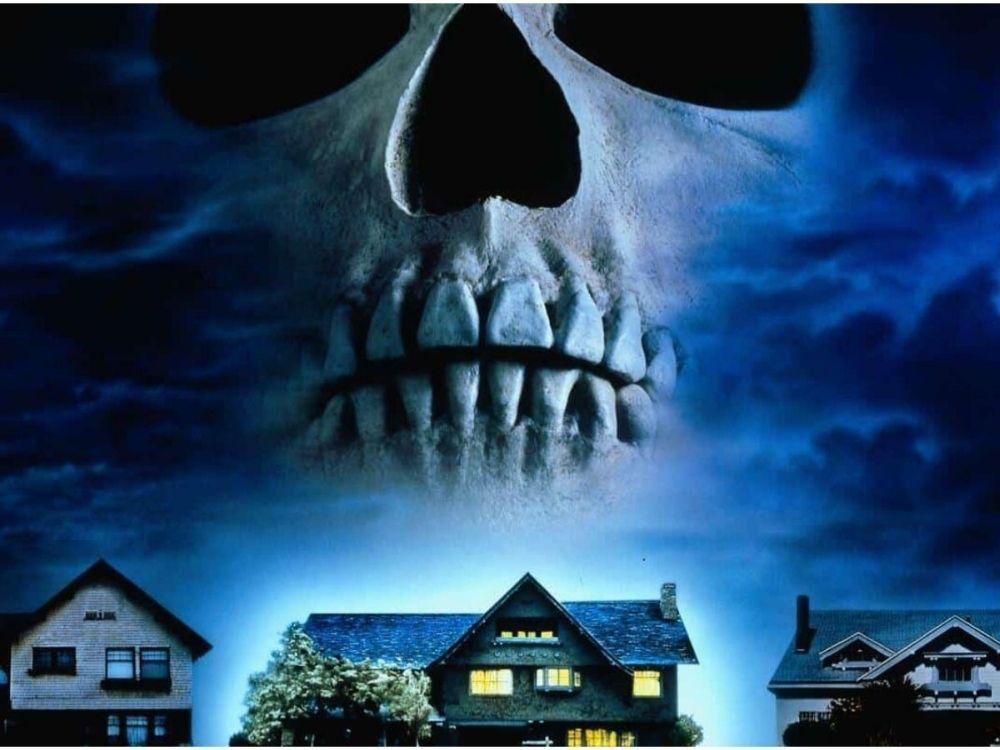 W mroku pod schodami - ten dom to pułapka