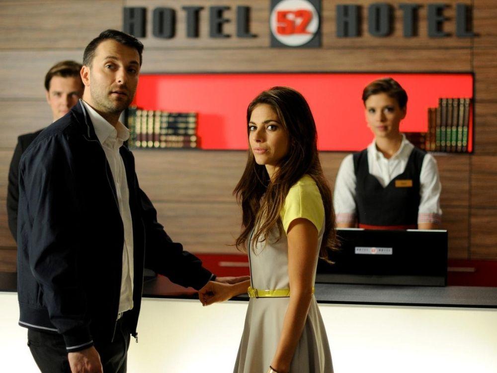 Hotel 52 - los się do niej uśmiechnął