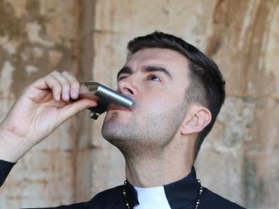 Pijany ksiądz przyjechał na pogrzeb. Wikary postanowił zabrać głos