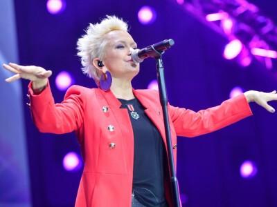 Małgorzata Ostrowska – była wokalistka zespołu Lombard. Wiek, wzrost, waga, Instagram, kariera, mąż, dzieci