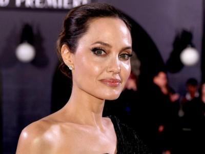 Jolie jest wściekła na Pitta za to, że przedstawił dzieciom swoją nową partnerkę!
