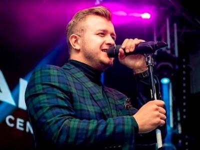 Dawid Narożny rozpoczyna swoją karierę solową?!