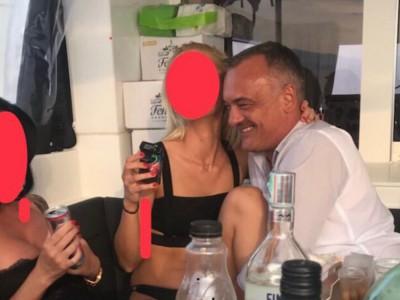 """Zsolt Borkai, burmistrz Gyoeru na Węgrzech, """"gwiazdą"""" seksskandalu. Odchodzi ze stanowiska"""
