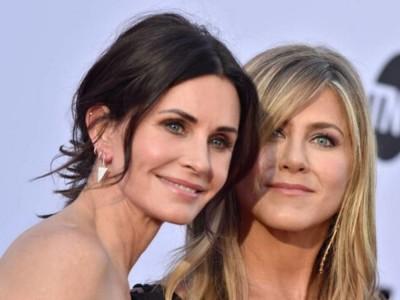 Courteney Cox i Jennifer Aniston razem na jednym zdjęciu. Mieliśmy problem by rozpoznać która jest która...