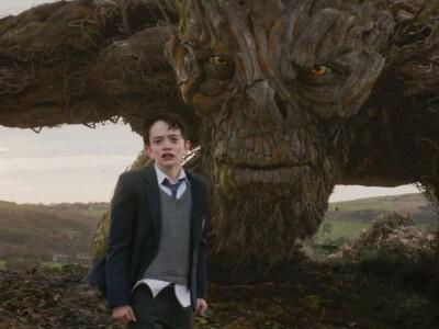 Siedem minut po północy - czy drzewny potwór mu pomoże?