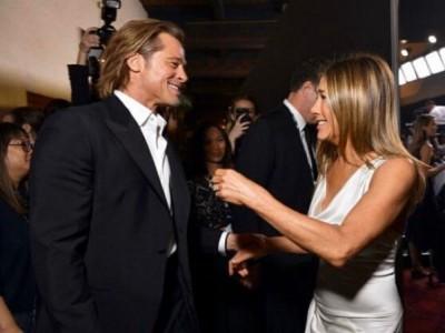 Jennifer Aniston i Brad Pitt przyłapani na czułych objęciach [FOTO, WIDEO]