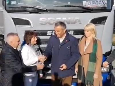 Irańskiemu kierowcy zepsuła się ciężarówka. Polacy kupili mu nową [WIDEO]