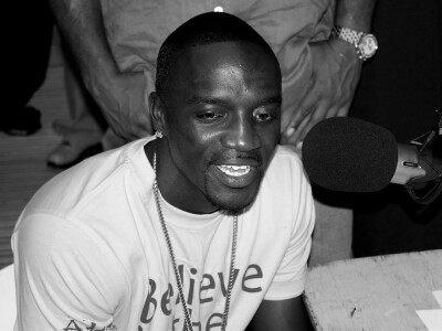 Akon – wykonawca hitu Smack That. Wiek, wzrost, waga, Instagram, kariera, żona, dzieci