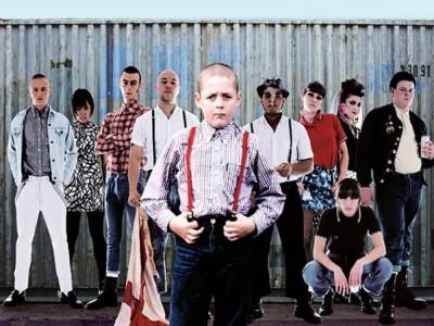 To właśnie Anglia - dwunastolatek w gangu skinheadów