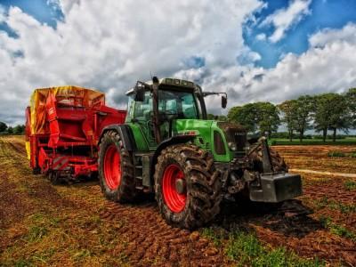 Gry rolnicze i symulatory farmy - ranking najlepszych gier z traktorami i ciągnikami