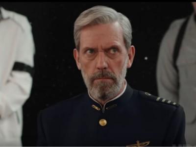 """Serial """"Avenue 5"""" - Hugh Laurie w roli kapitana turystycznego statku"""