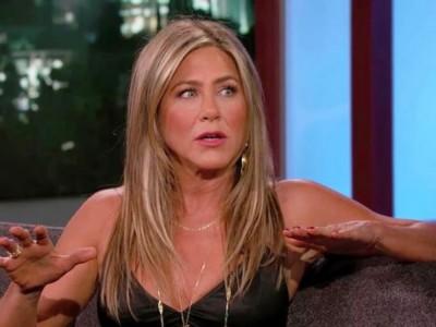 Jennifer Aniston nie jest zainteresowana Pittem? Na swoich urodzinach bawiła się z innym, przystojnym aktorem