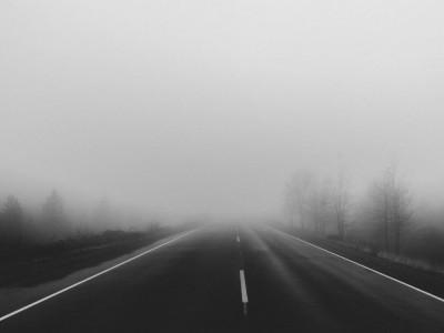 IMGW wydaje ostrzeżenia – niebezpiecznie na drogach