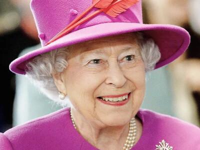 Królowa Elżbieta II boi się koronawirusa? Złamała zasady podczas ważnej uroczystości