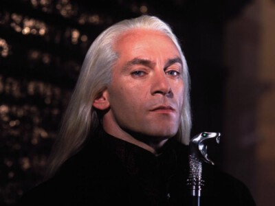 Jason Isaacs – złowrogi Lucjusz Malfoy. Te filmy z aktorem warto znać!
