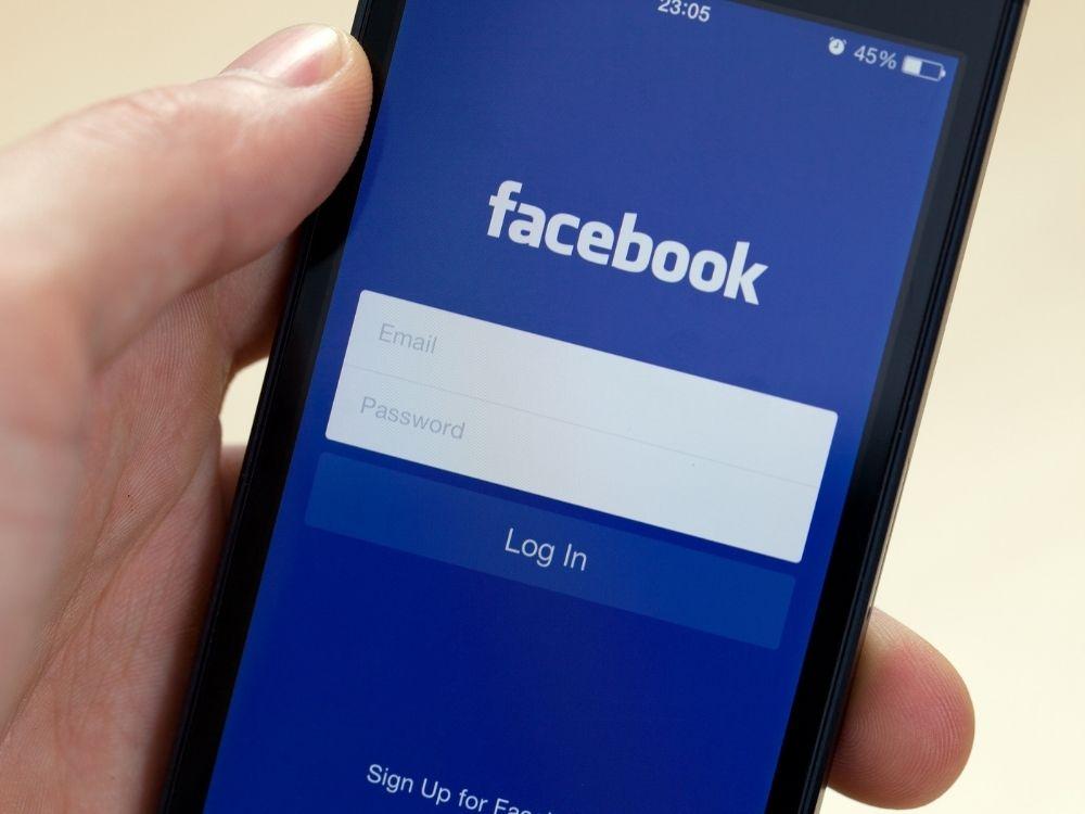 Konto zmarłej osoby na Facebooku - jak je usunąć?